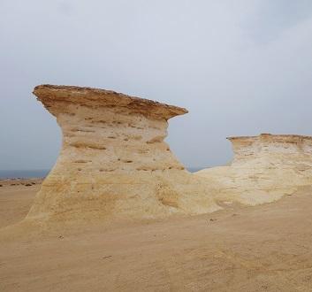 Qatar, West Coast, Zekreet Peninsula, Umbrella Rock