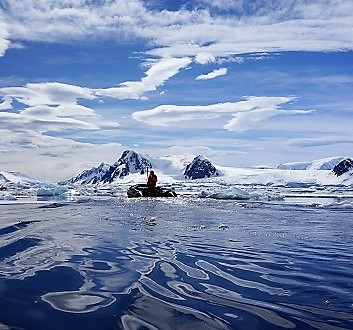 Antarctica, Penola Strait, Kayak Excursion