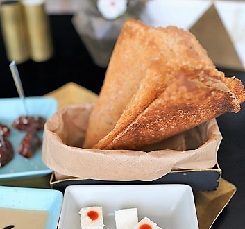 Kuwait, Kuwait City, Dar Hamad Restaurant, Kuwaiti Bread