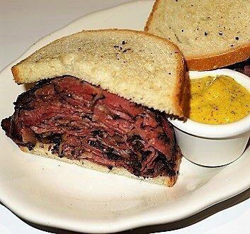 USA, New York, 2nd Avenue Deli, Pastrami Sandwich