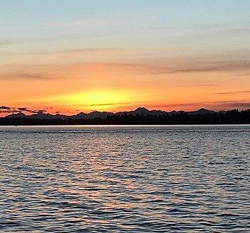 USA, Pacific Northwest, The Woodmark Hotel & Still Spa, Sunset